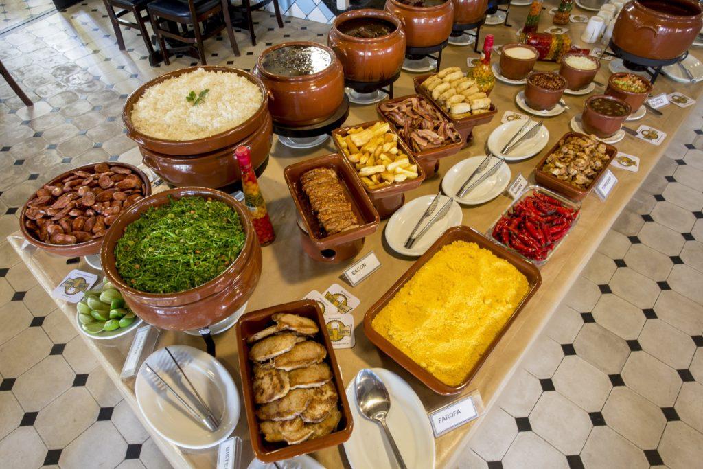 Feijoada completa atra o do bar do juarez for Utensilios para servir comida